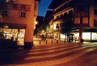 Улицы Целль-ам-Зее ночью. Май 2003 г. Курорт Целль-ам-Зее - Капрун / Австрия.