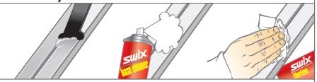 1. Снимите скребком со скользящей поверхности лыжи основное количество мази. 2. Распылите по остаткам мази на лыже смывку из баллончика. 3. Сотрите остатки мази с лыжи с помощью куска ваты, ткани или фирменной салфетки.