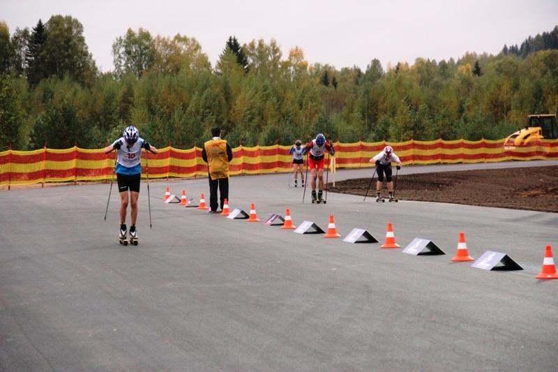 29 сентября в поселке новая ляда состоялась гонка на лыжероллерах
