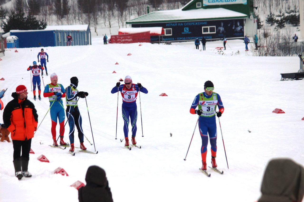 Второй участник второго этапа - команда Москвы в ожидании передачи эстафеты.