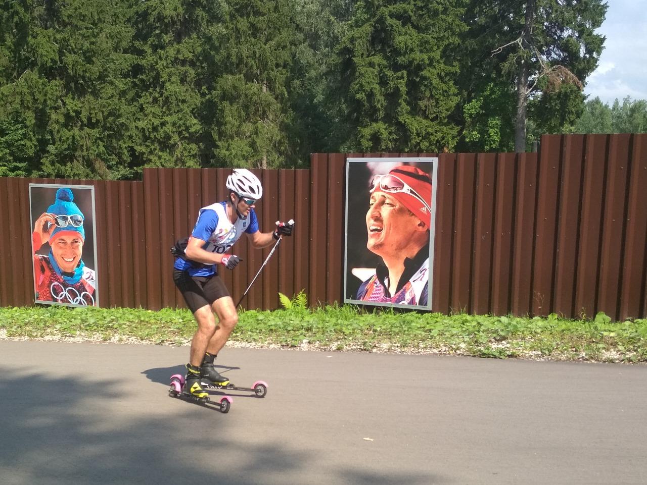 Даже взгляд Легкова с плаката мотивирует