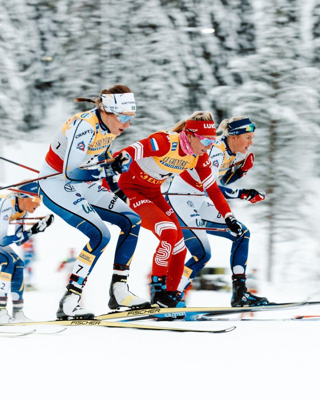 Моменты решающей схватки в гонке преследования на финальном старте мини-тура первого этапа Кубка мира в финской Руке