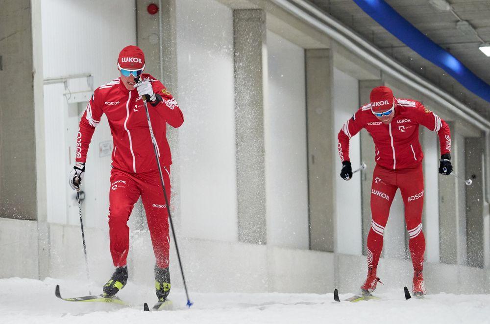 Прошлогодние тренировки в лыжной трубе в Германии. (Слева - Сергей Ардашев, справа - Илья Семиков).