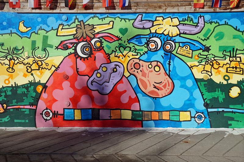 В Ле Гран Борнане везде коровы. Деревянные, керамические, нарисованные на стенах, металлические и даже абстрактные