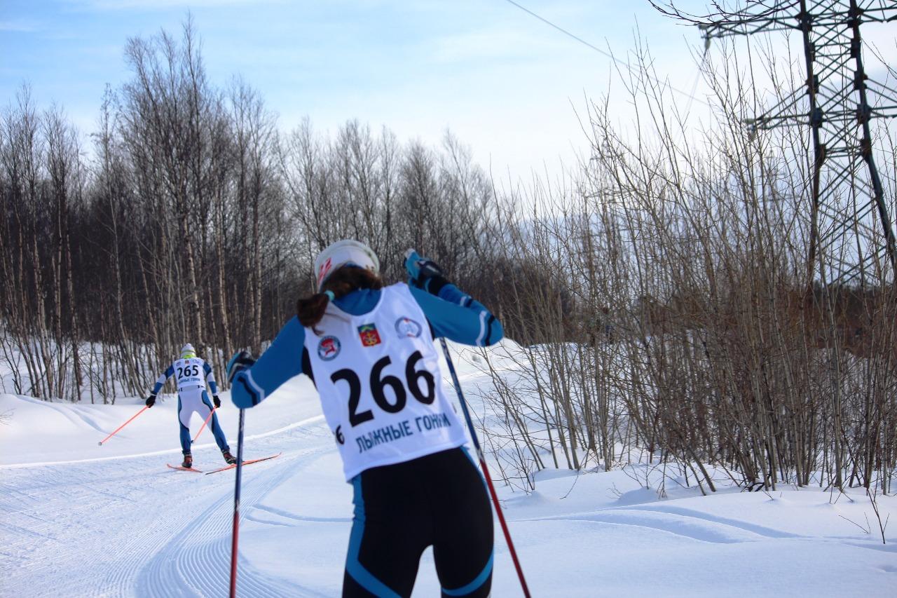 Убегающие вверх Валентина Каминская (номер 265 и Анна Белая - номер 266).