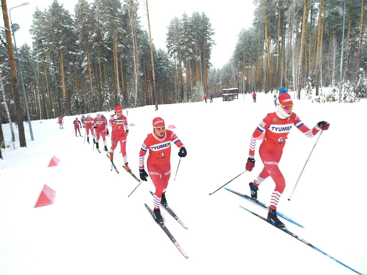 Впереди Анна Грухвина (номер 6) и Кристина Кускова (номер 1)