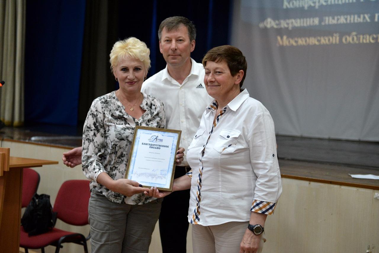 Тренер Григория Урсу - Марина Кавецкая (Истина) получает награду за своего спортсмена.