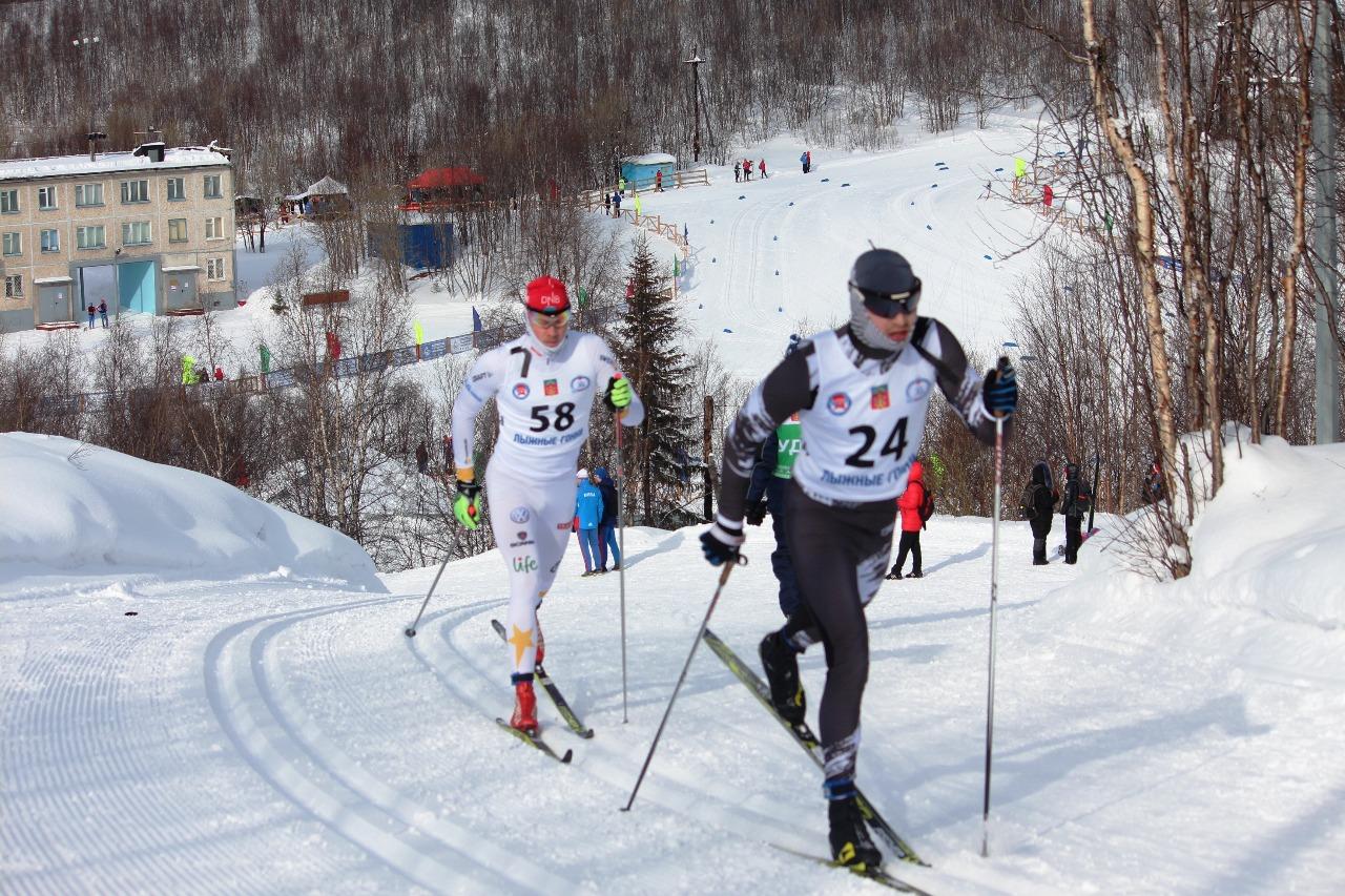 Очередной подъем преодолевают Дамир Муфлихумов (Ямало-Ненецкий округ) номер 24 и Александр Каковка (Карелия) номер 28