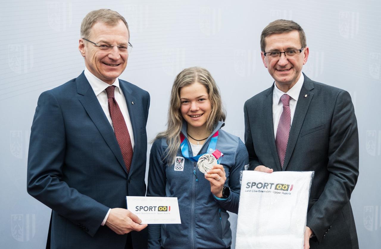 Йоханна Бассани с медалью Юношеских олимпийских игр