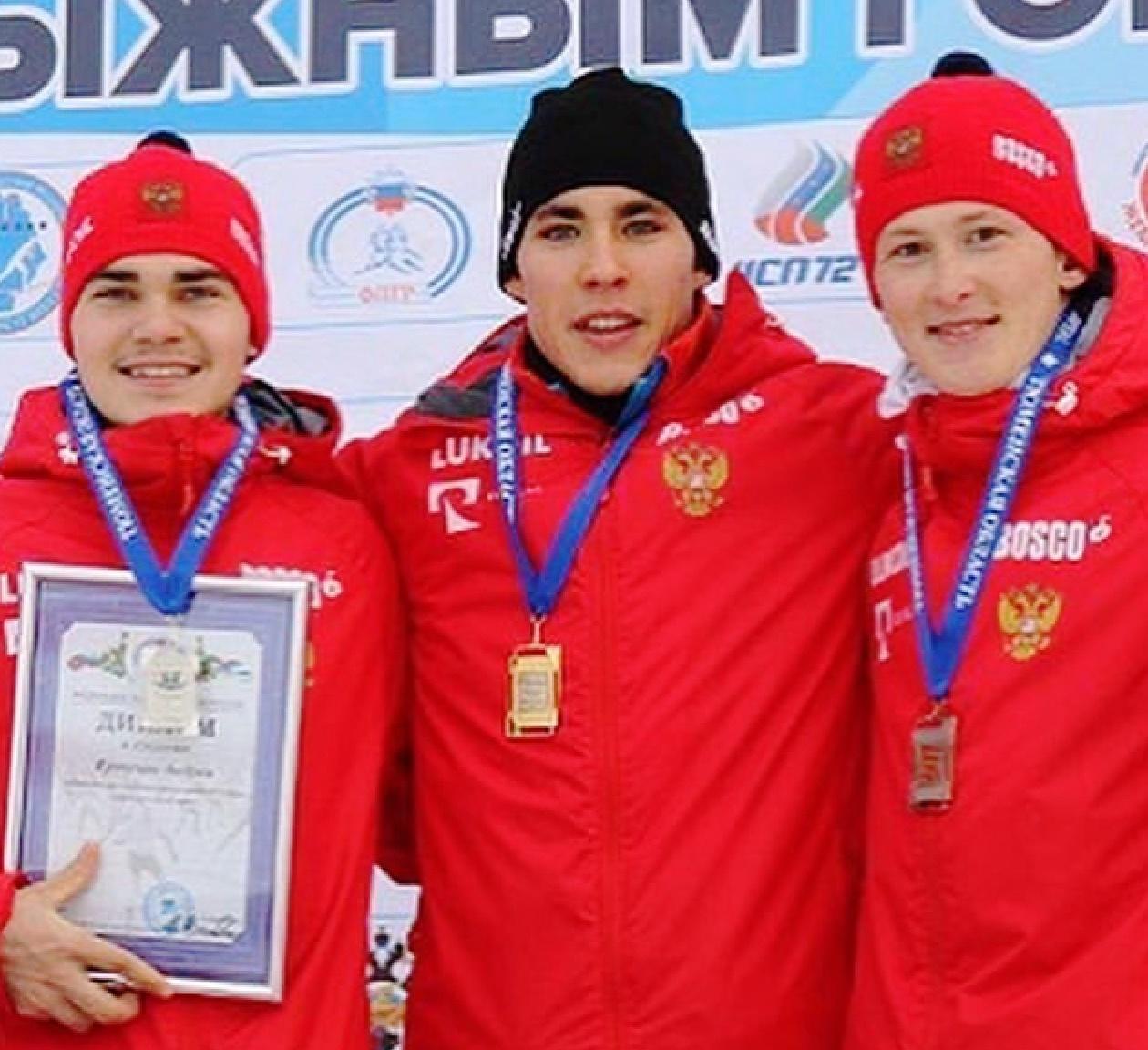 Награждение лауреатов гонки юниоров на 10 км свободным стилем.