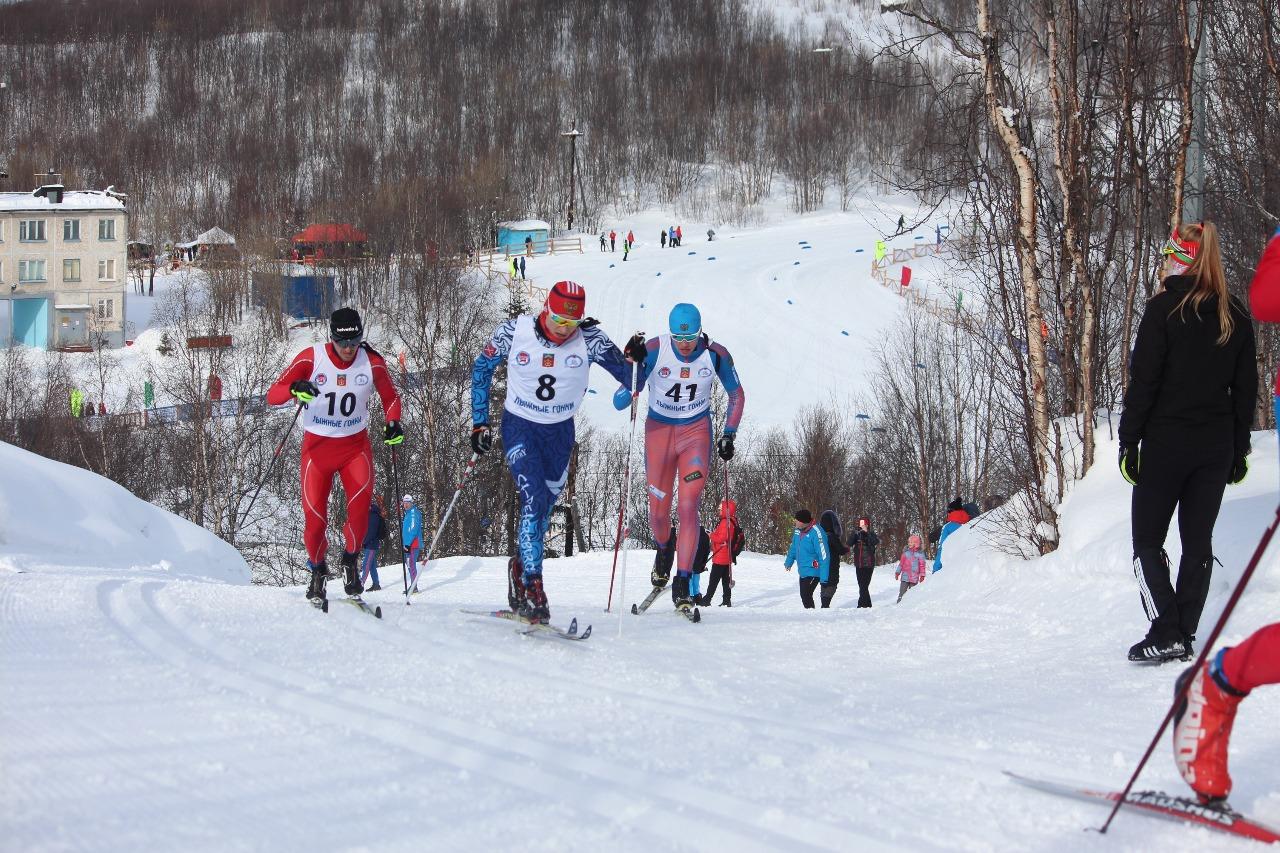 Александр Волгин (номер 8), проходит этот подъем уже в третий раз, так же, как и Александр Ерохин (номер 10), а Даниил Тарасов (номер 41) во второй.