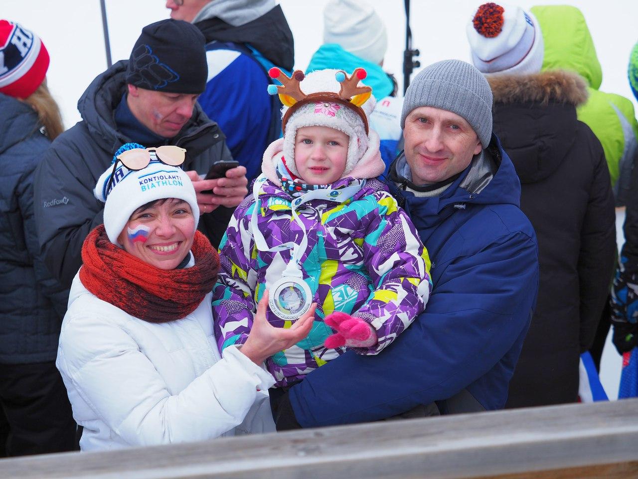 Слева в белой куртке та самая Лена из нашей группы