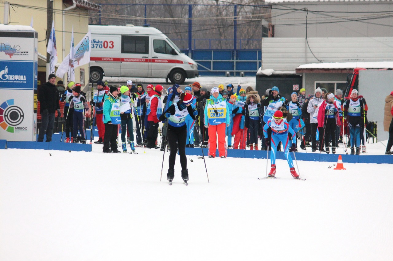 Вторыми уходят девочки под номером 7 - спортивная школа Пушкино.