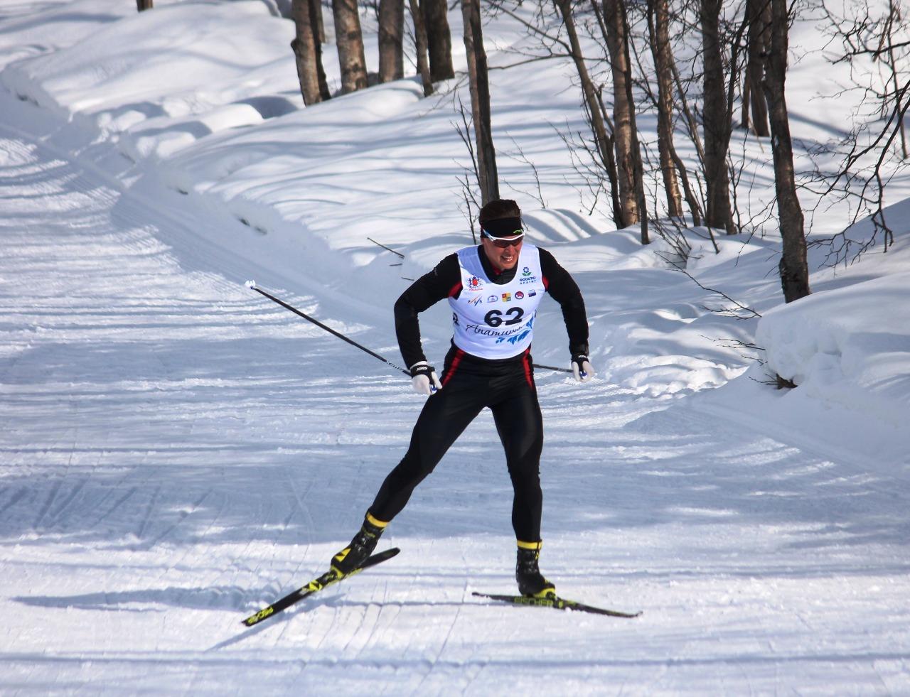 Андрей Краснов преодолевает верхнюю ступень финишного подъема.
