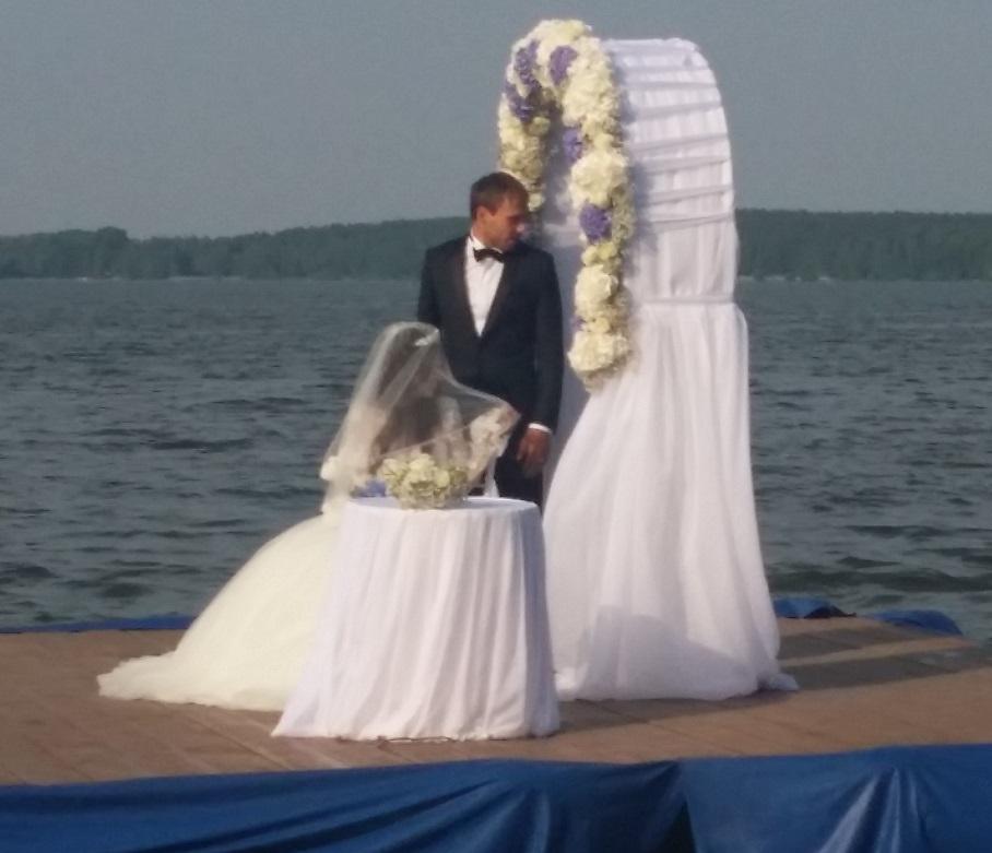 Антон боглевский с женой фото