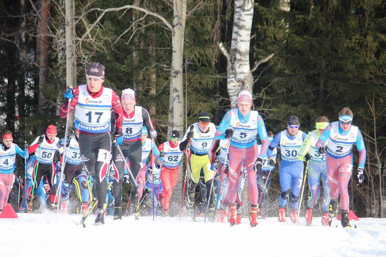 Плотной группой приехали к заключительному подъему первой 5-километровки.