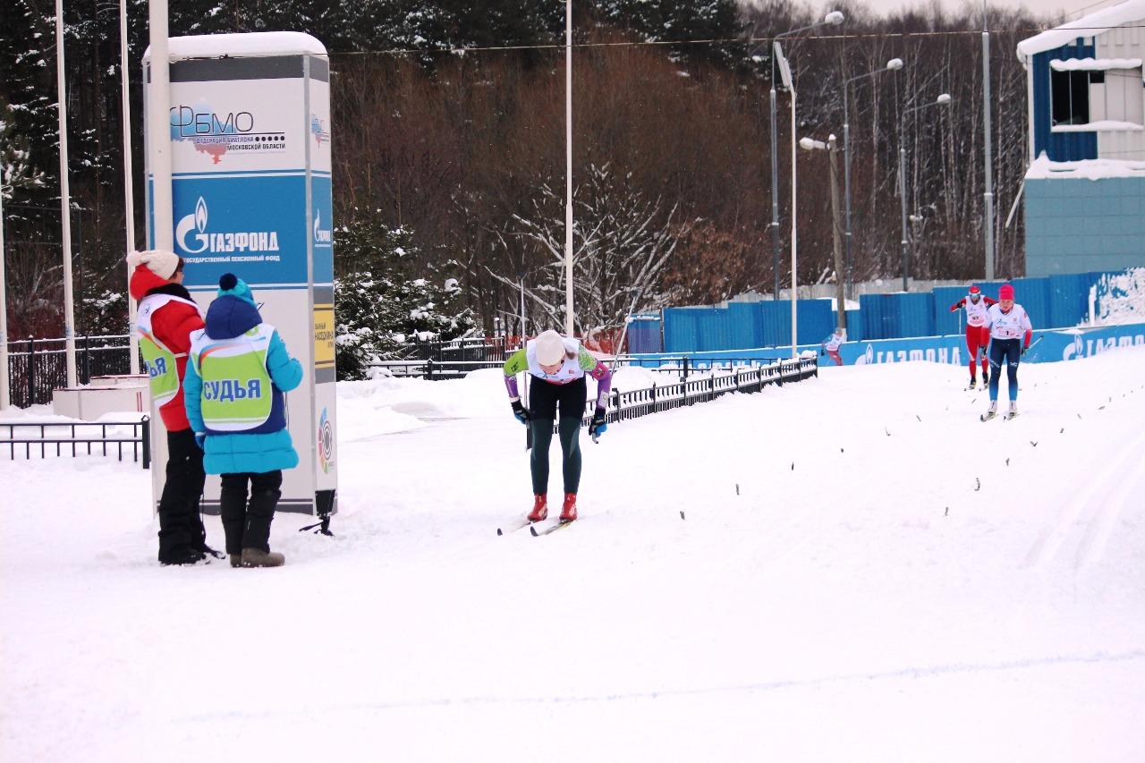 Финиш Полины Рябининой. За ее спиной на приличном расстоянии в 3 секунды Екатерина Тильга и Евгения Баранова.