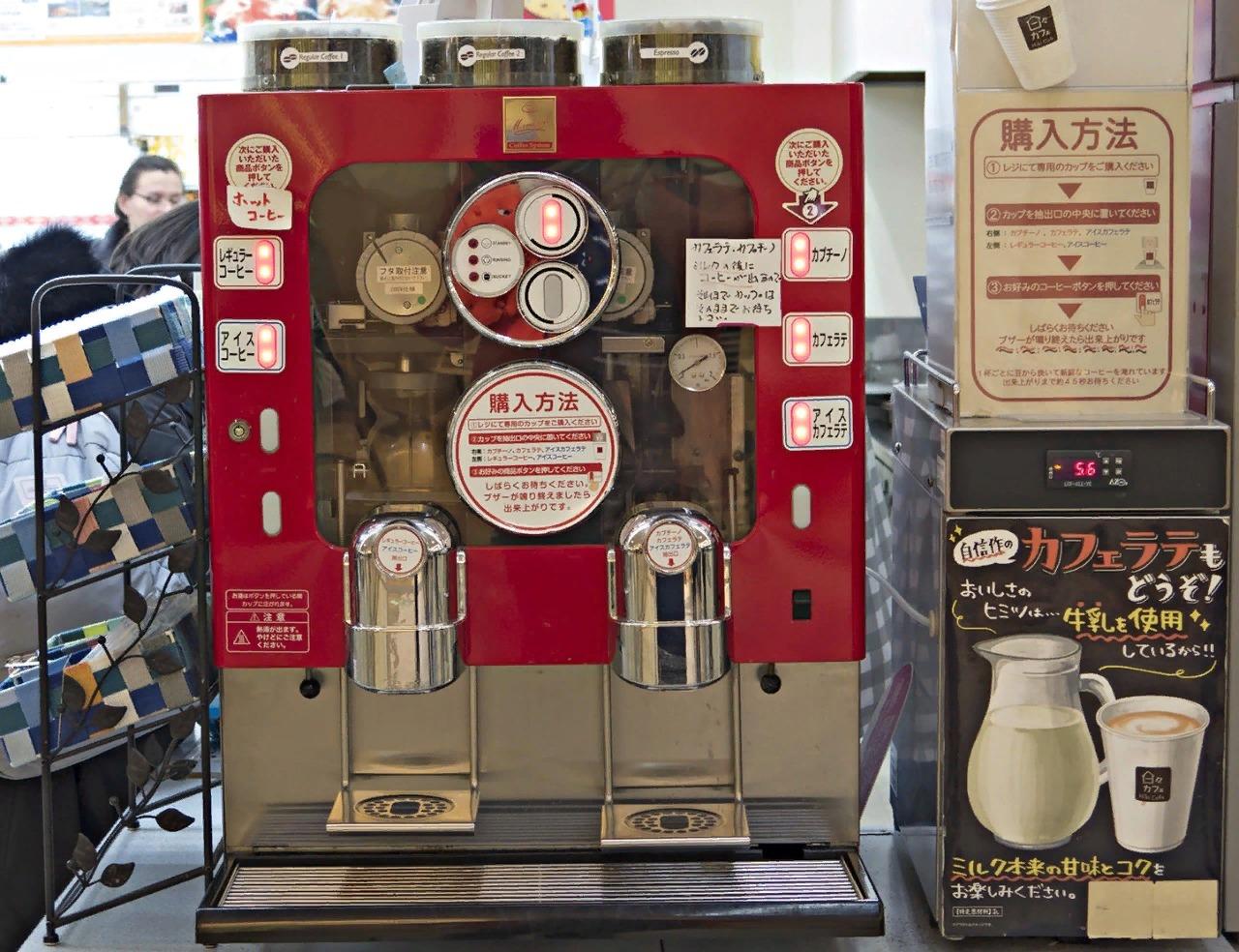 Кофе-машина в придорожном кафе.