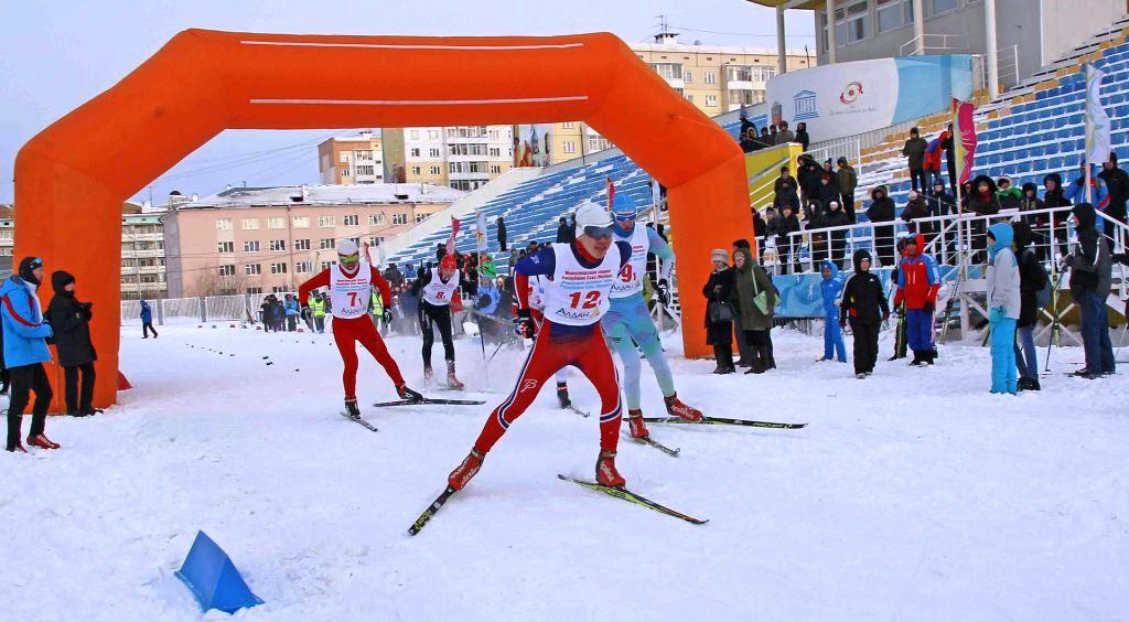 Борьба на одном из этапов спринтерской эстафеты.