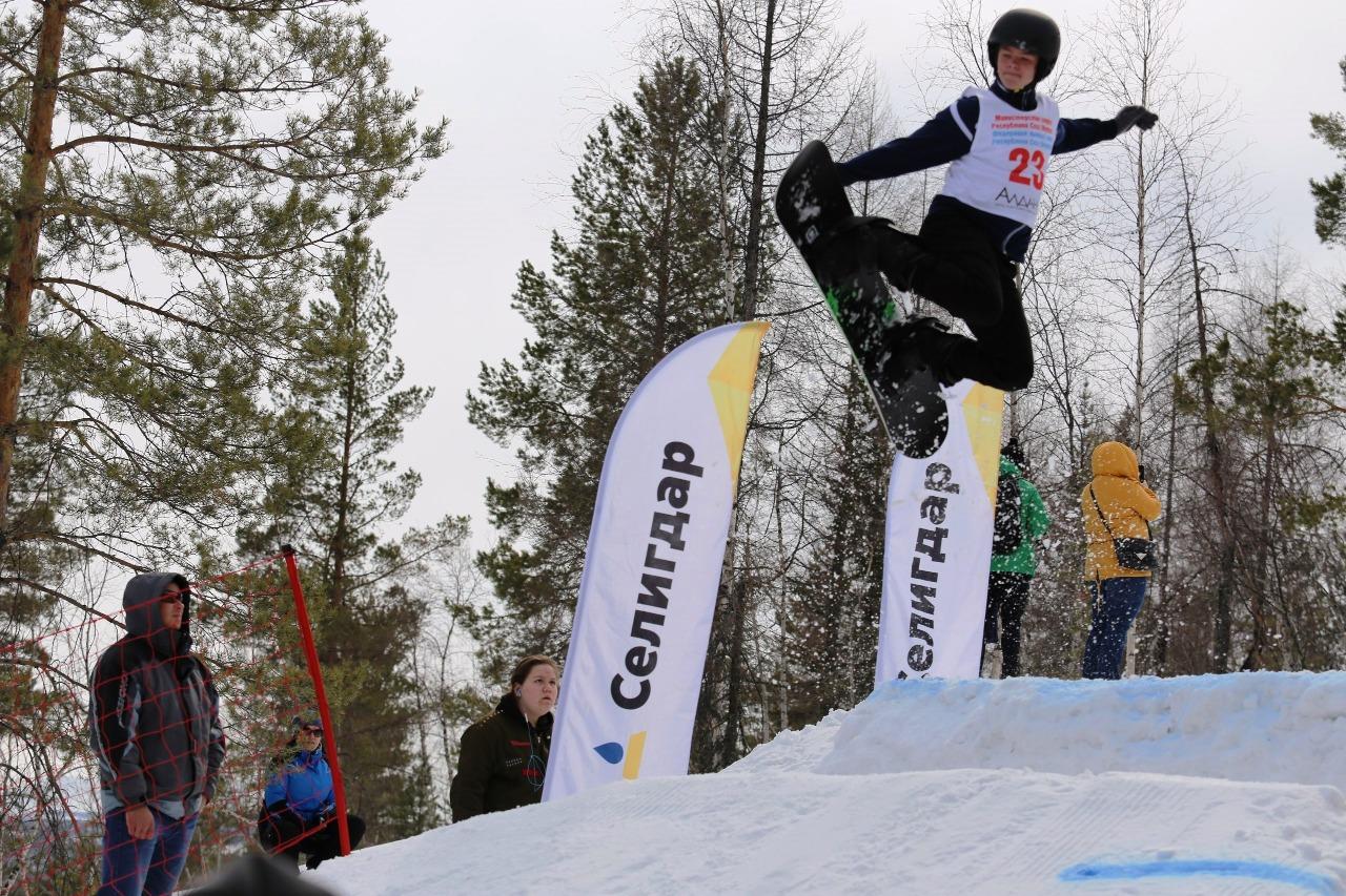 Соревнования фристайлистов на будущей трассе для лыжного ски-кросса.