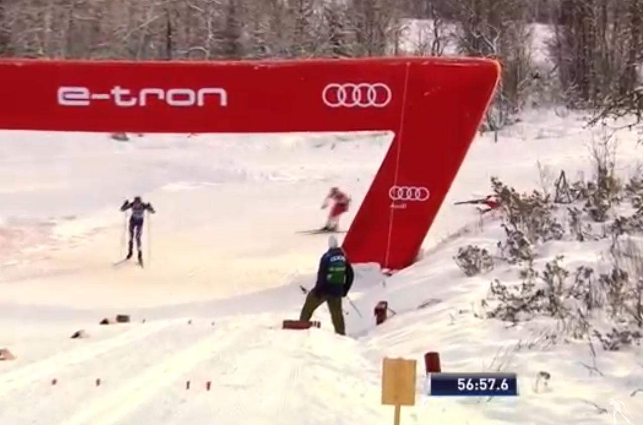 Увидев Аню в снегу, Лена Соболева ринулась в заключительный подъем догонять финку.