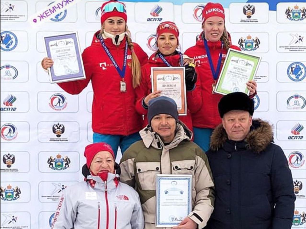 Победительница и лауреаты гонки юниоров на дистанции 5 км свободным стилем.