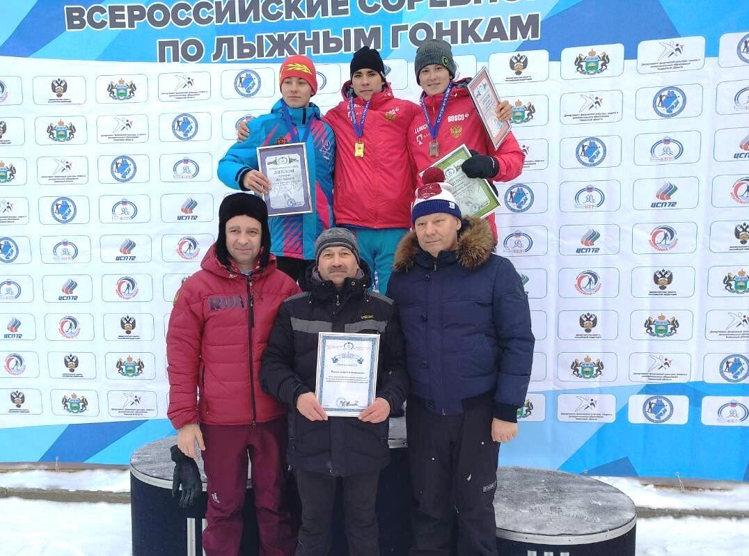Победитель и призеры гонки юниоров 19-20 лет.