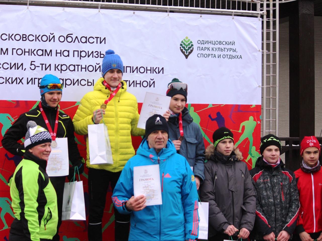 И снова на ступеньке победителя воспитанник ЛК Наседкина Алексей Зайцев и его тренер Леонид Войчин.