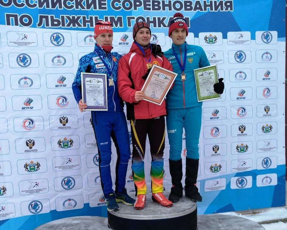 Победитель и призеры масс-старта на 30 км среди андеров.