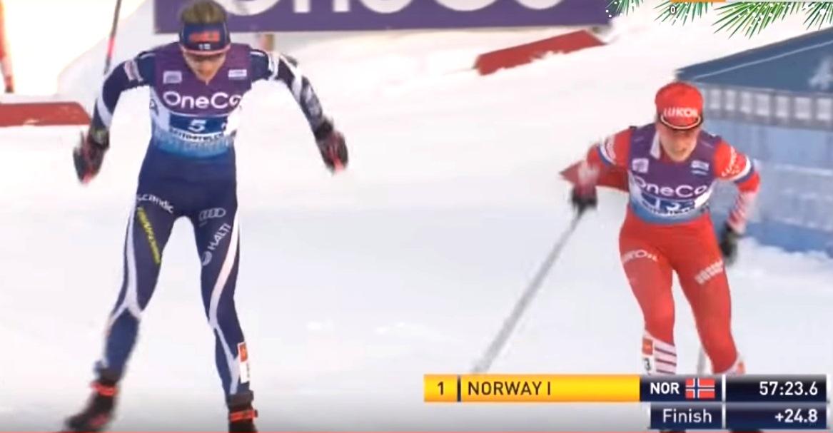А Елена Соблева, как будто обрела второе дыхание и обходит финскую лыжницу, вырывая у нее чуть было не потерянное второе место.