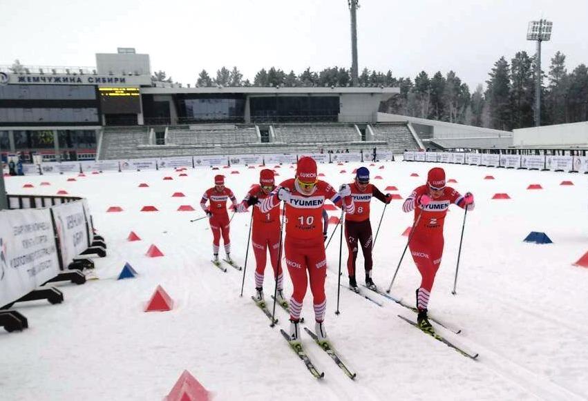 Впереди Христина Мацокина (номер 10) и Полина Некрасова (номер 2)
