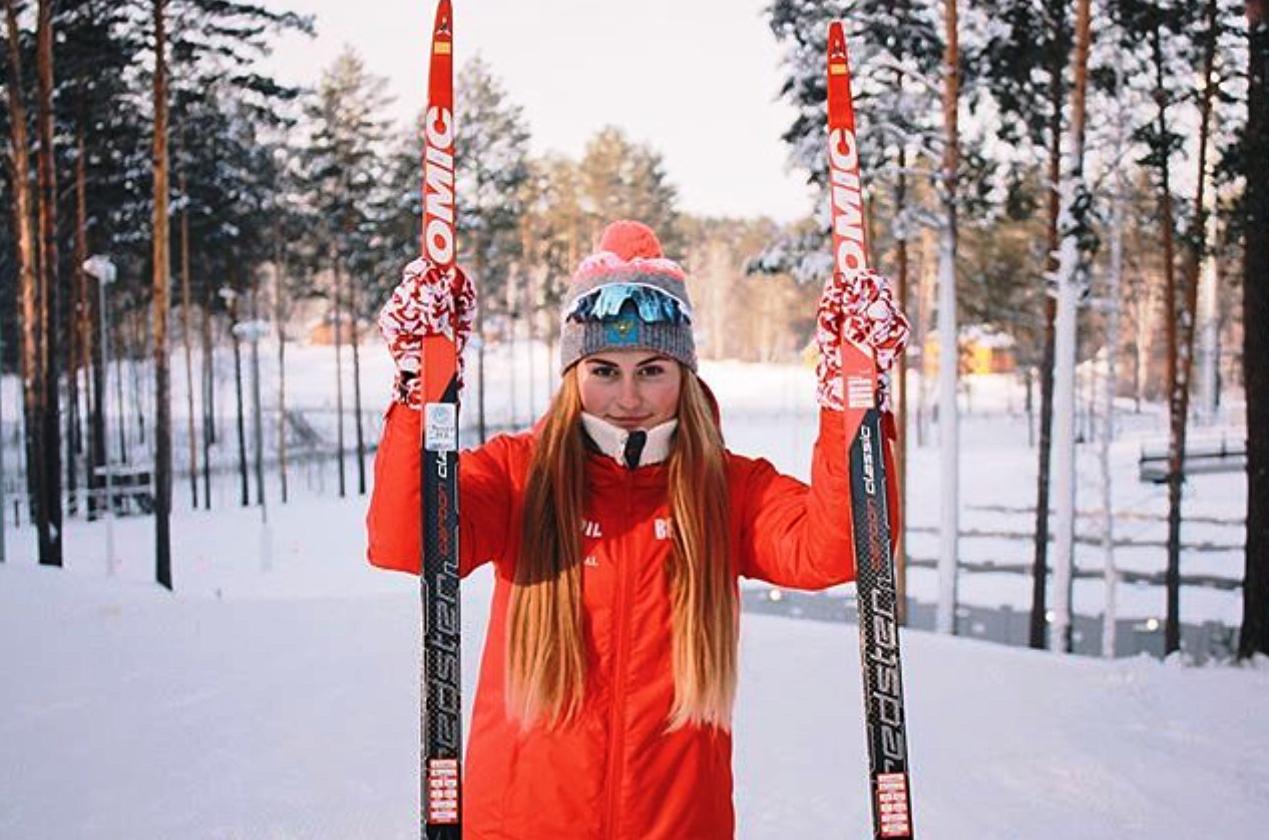 Алёна Баранова и ее любимые лыжи.