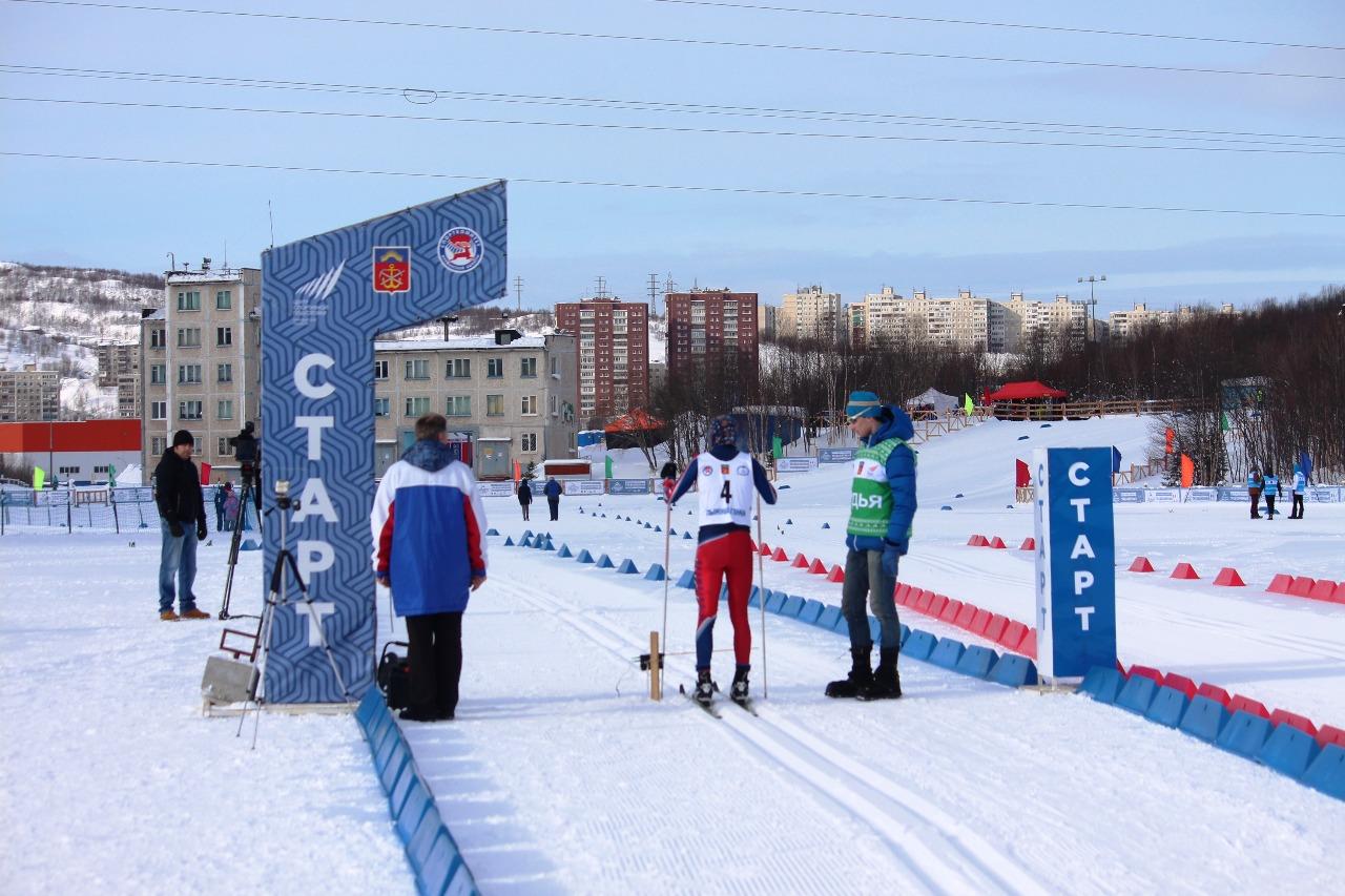 Стартовая поляна обновленного мурманского лыжного стадиона.