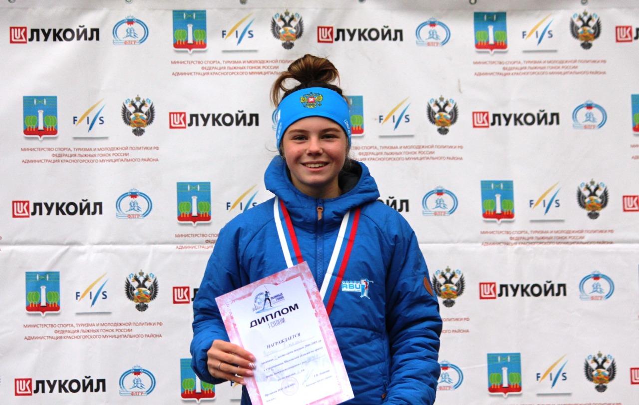 Победительница в кроссе у девушек среднего возраста Наталия Федченко.