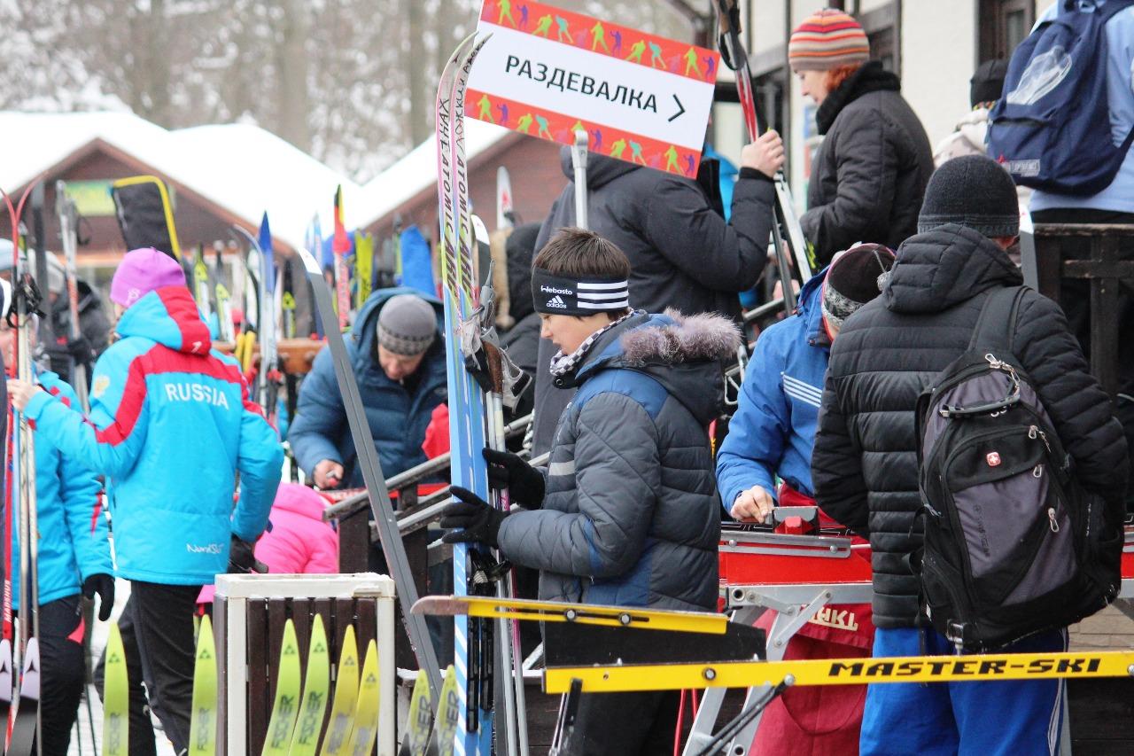 В этот субботний день на лыжном стадионе имени Ларисы Лазутиной было жарко.