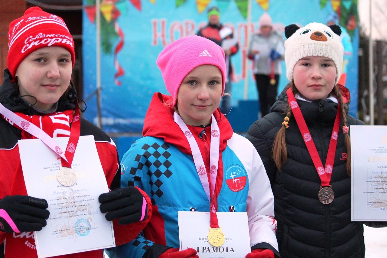 Самые младшие девочки и их первые награды на Кубке Федерации Московской области.