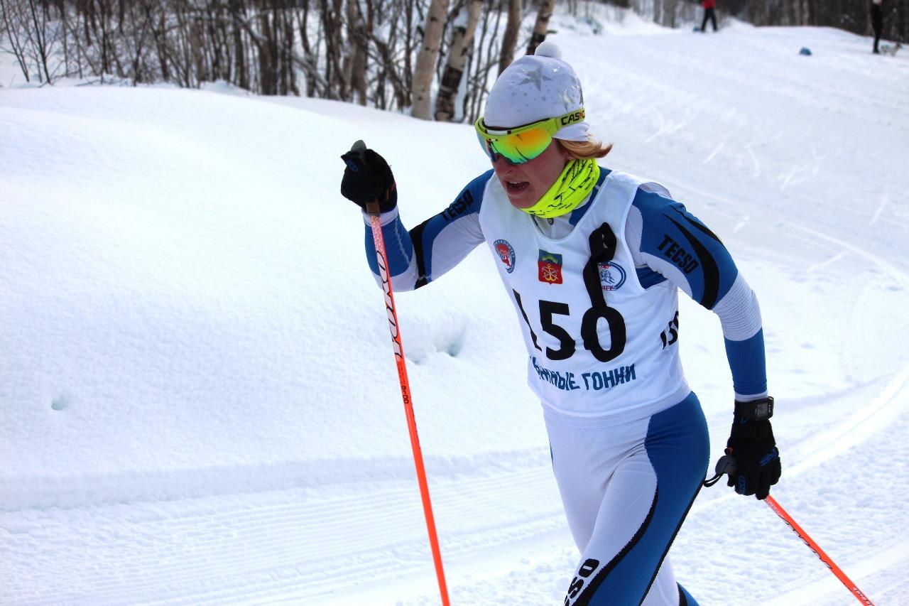 На дистанции белорусская лыжница Валентина Каминская. На этот момент она прошла лидером.