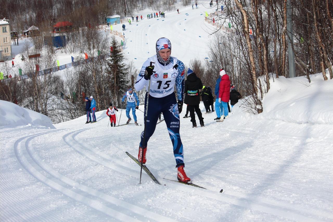 Подъем на очередном кругу преодолевает перворазрядник Алексей Пронин (2000 год рождения, Санкт-Петербург). После финиша он выполнил норматив кандидата в мастера спорта.