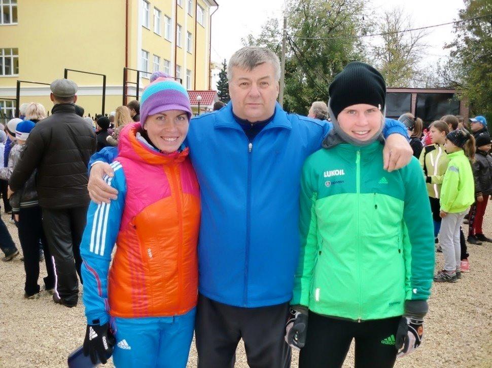 Сан Саныч Ефимов со своими воспитанницами Натальей Ильиной и Юлией Тихоновой