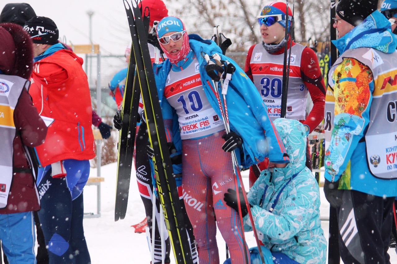 Дмитрий Ростовцев - победитель всемирной Универсиады под 10 номером готовится к старту первого четвертьфинала.