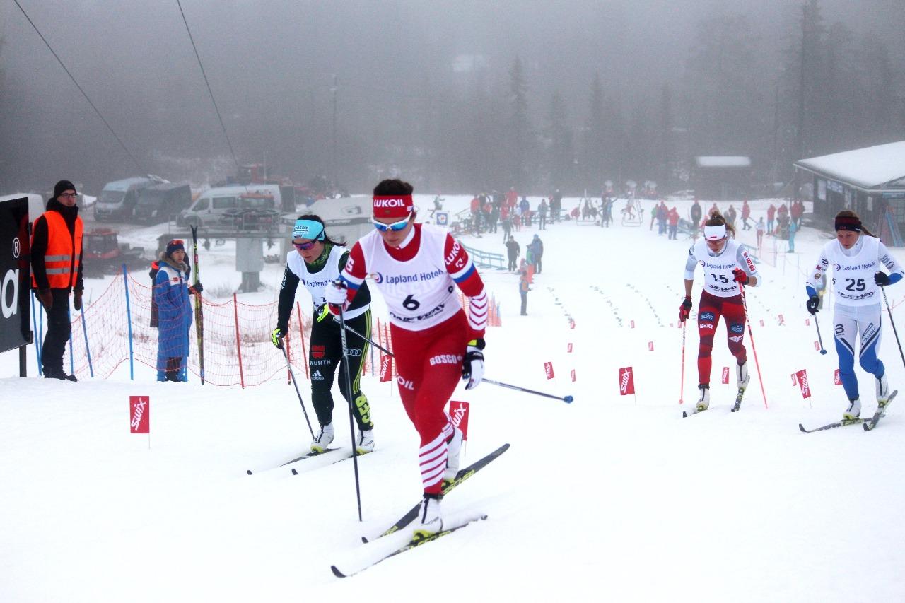 Наталья Непряева с первых же метров убежала от соперниц по четвертьфиналу.
