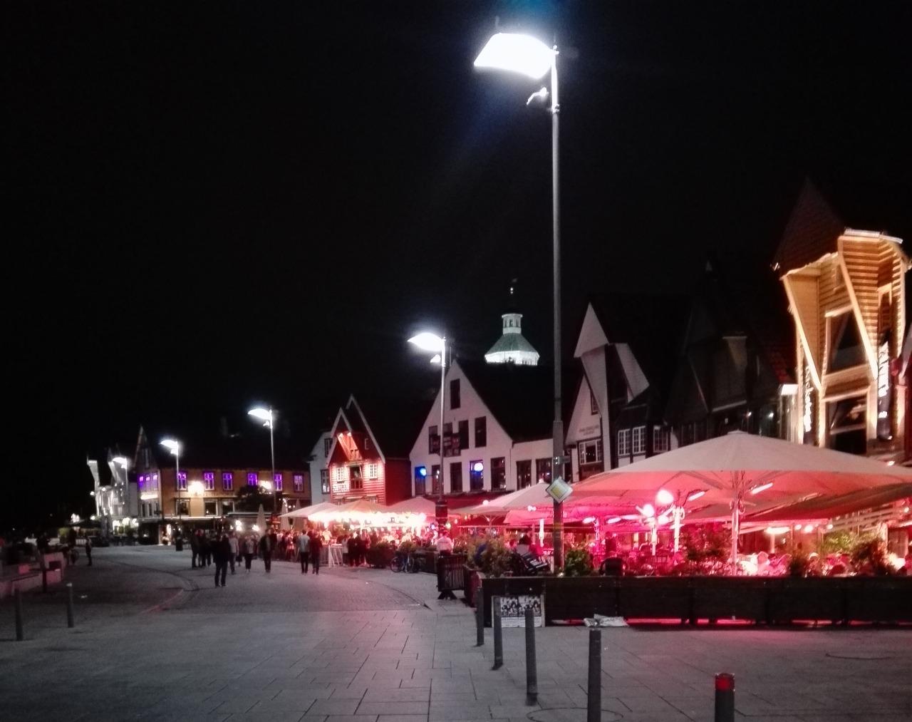 Набережная Ставангера ночью, в основном все увеселительные заведения, тут находятся.