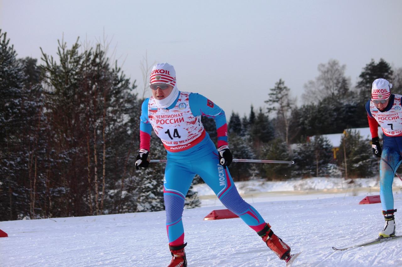 Анастасия Рыгалина и Елизавета Шалабода приближаются к первому пологому спуску.
