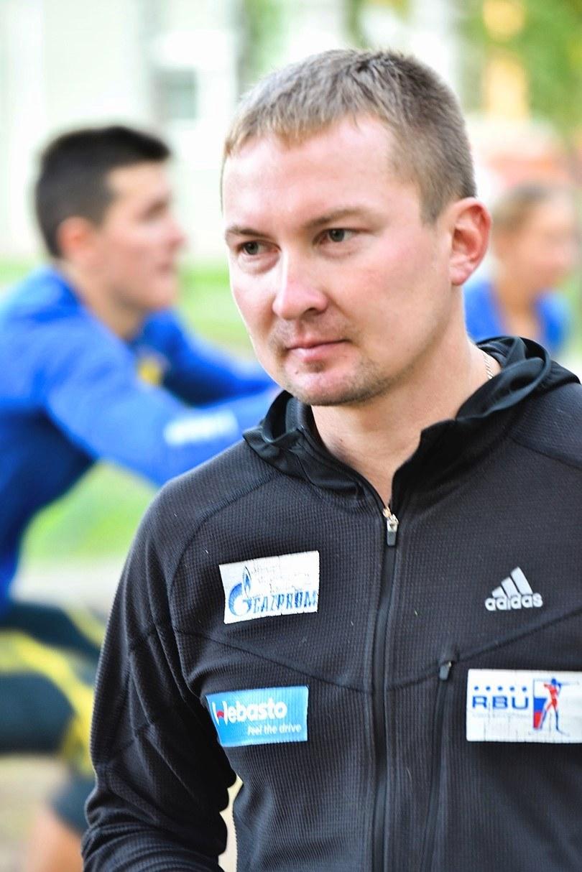 Руководит всем процессом Максимов Павел Валерьевич – тренер юниорского состава