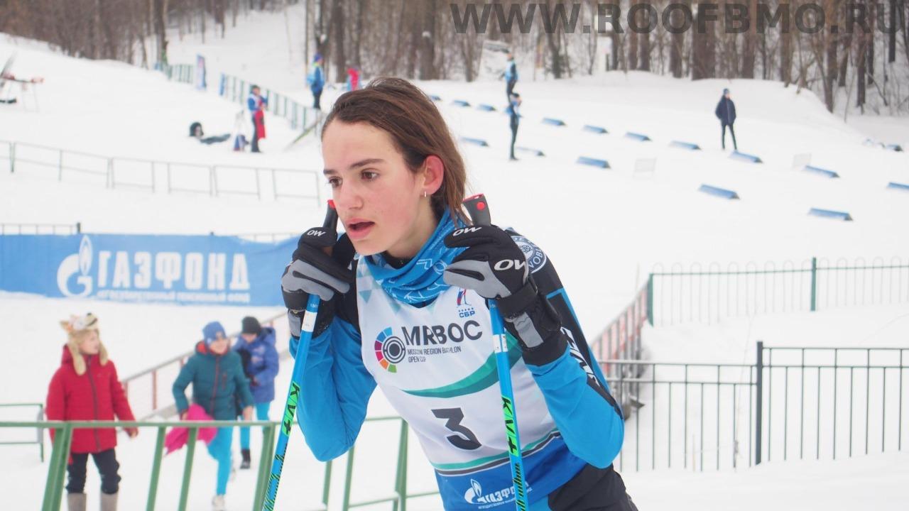 Юная французская биатлонистка после финиша.