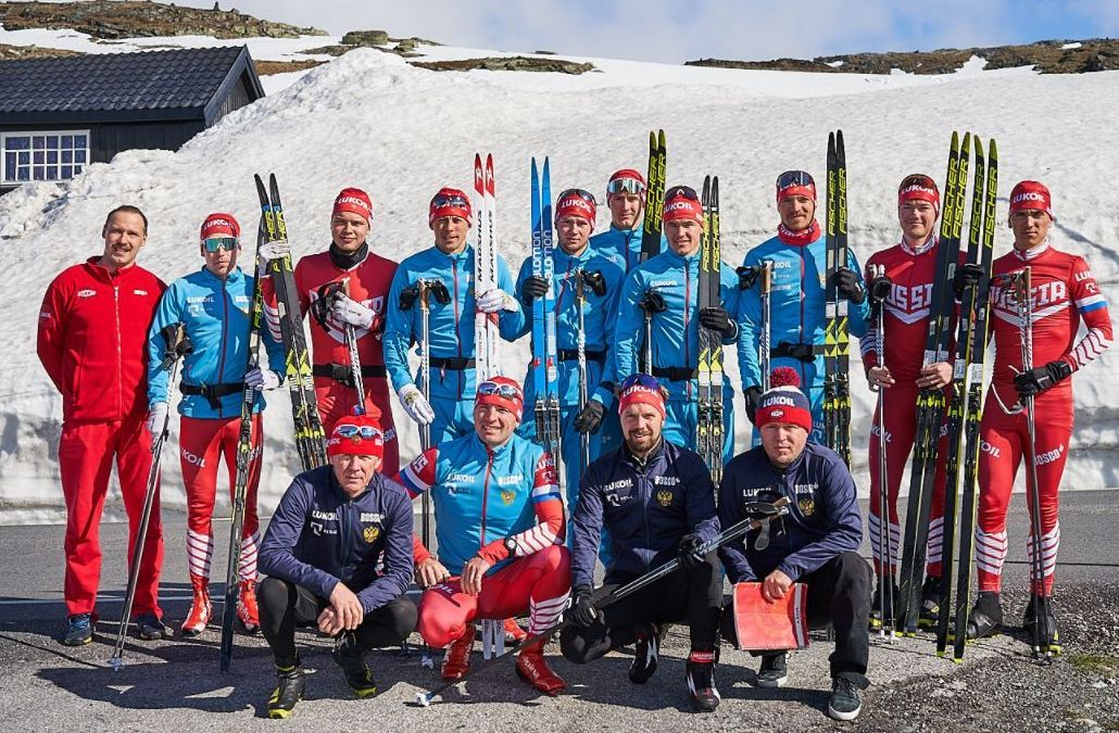 Группа Олега Перевозчикова на майском сборе каталась на лыжах в горах Норвегии.