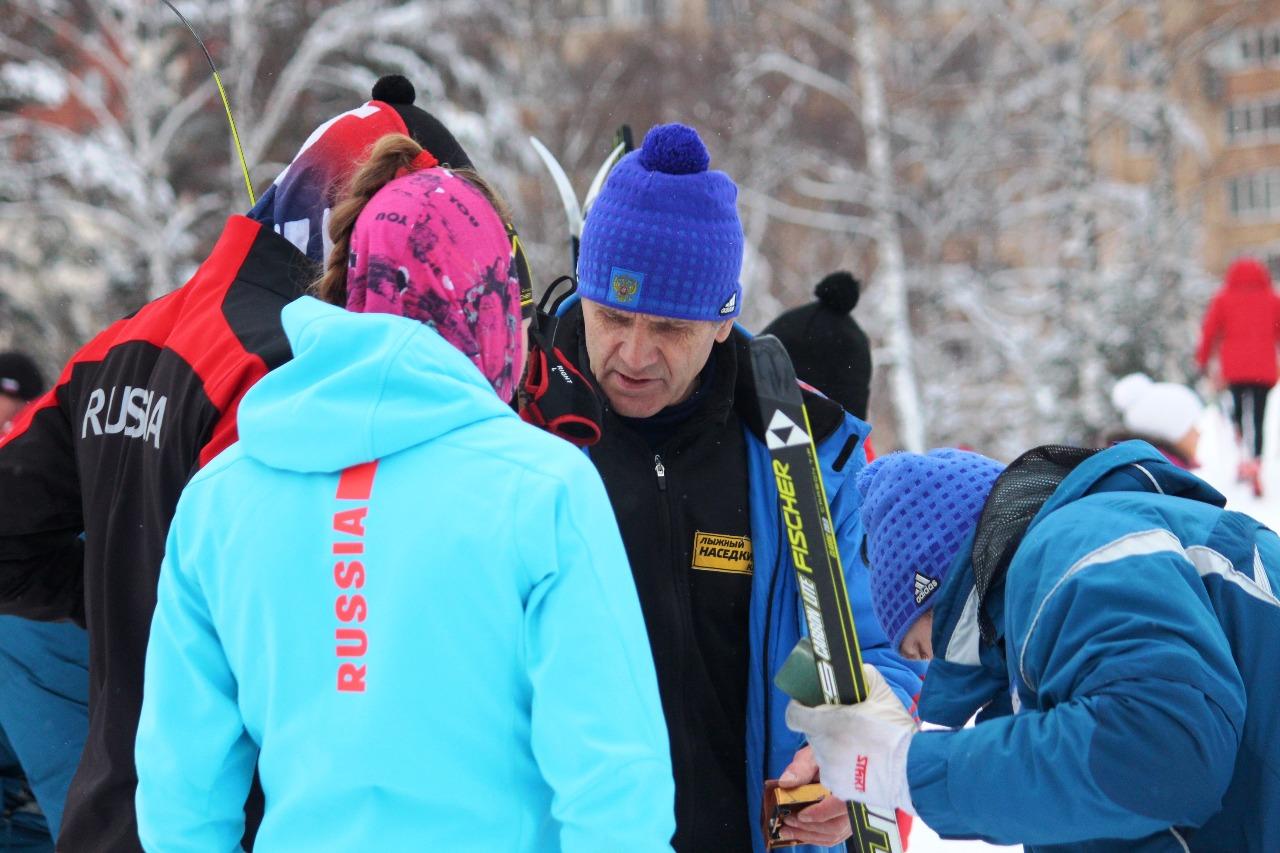 Спортсмены ЛК Наседкина со своим наставником.