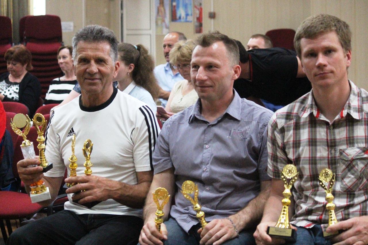 Представители Лыжного клуба Наседкина с наградами воспитанников.