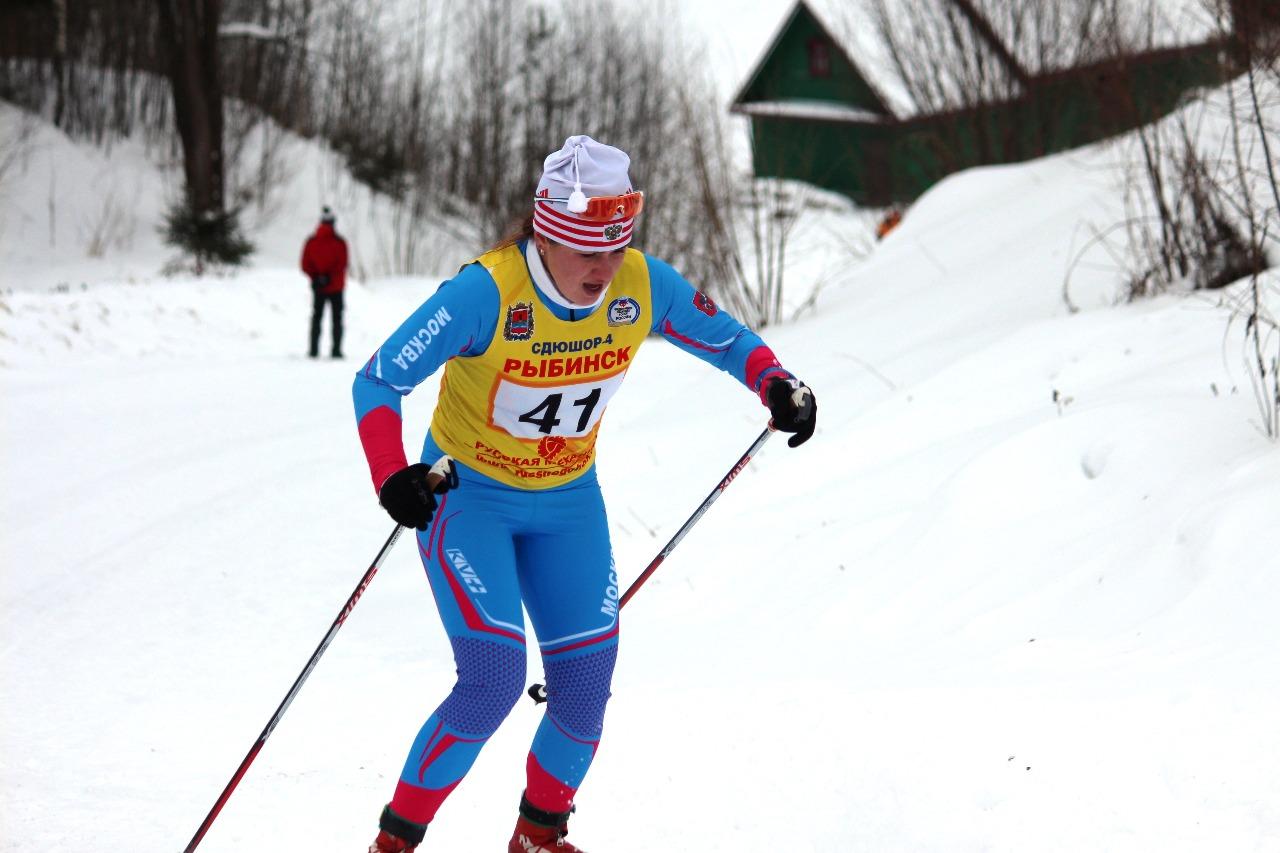 Анастасия Рыгалина на первом кругу задает темп гонке.