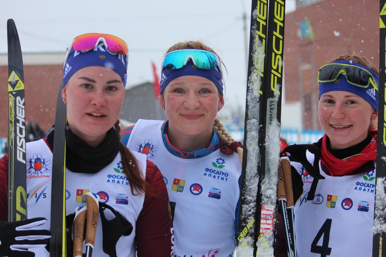 Лауреаты юниорского марафона: Аида Баязитова (серебро), Полина Некрасова (золото) и Нина Дуботолкина (бронза).